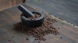Comment broyer les grains de café sans broyeur ?