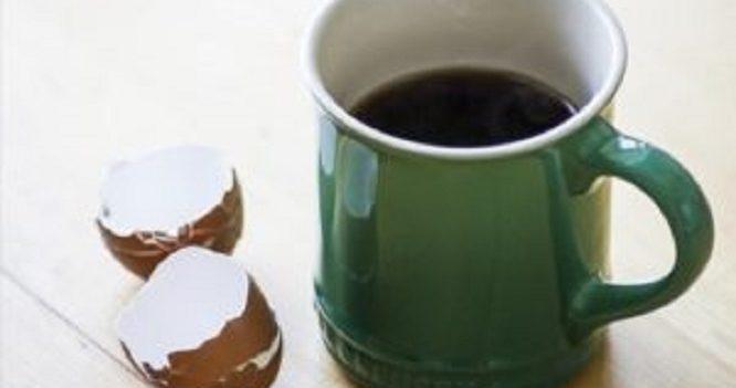 Comment utiliser des coquilles d'œuf dans le café pour une tasse moins acide ?