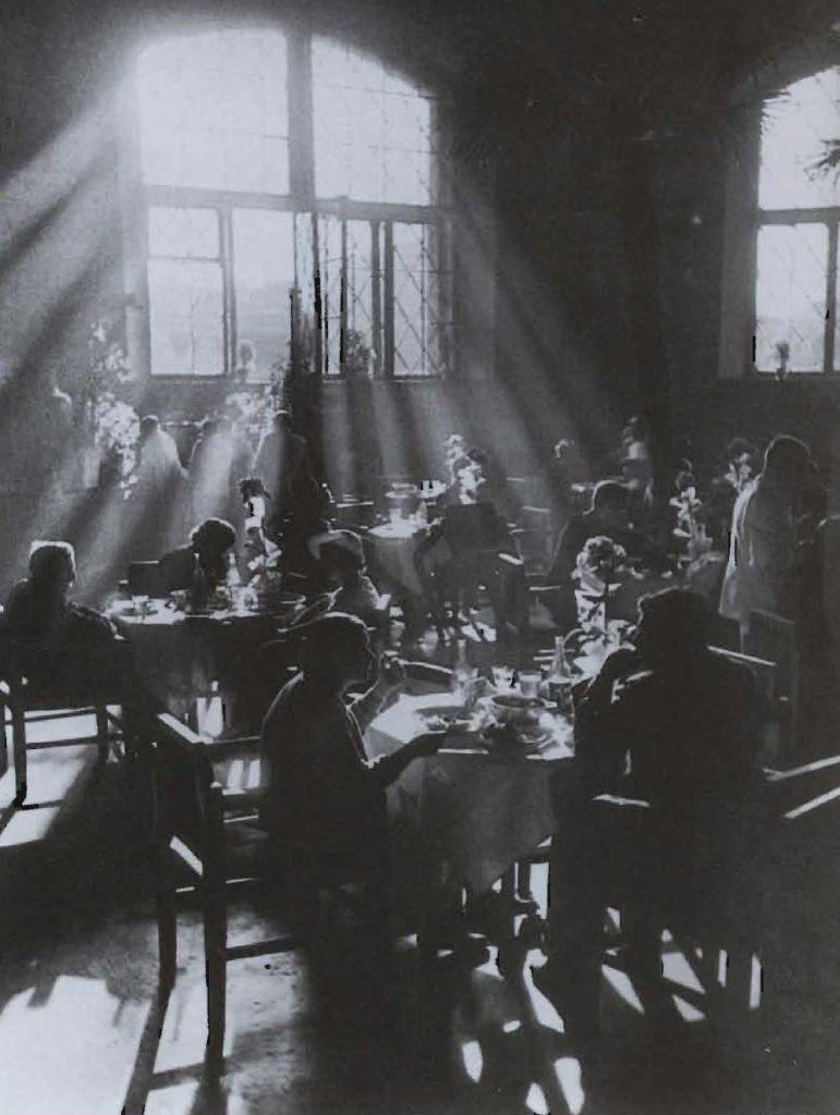 Un café dans l'entre-deux-guerres.