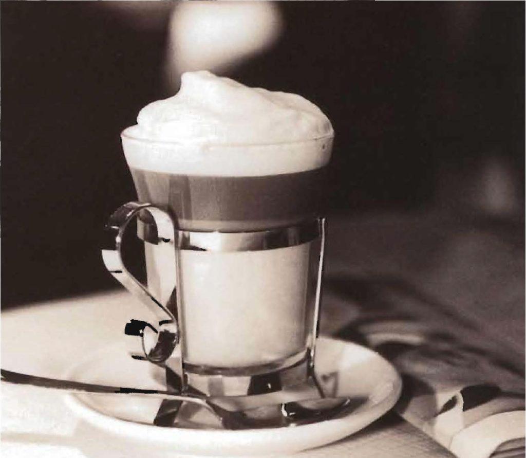 Le café viennois, une spécialité des établissements autrichiens.