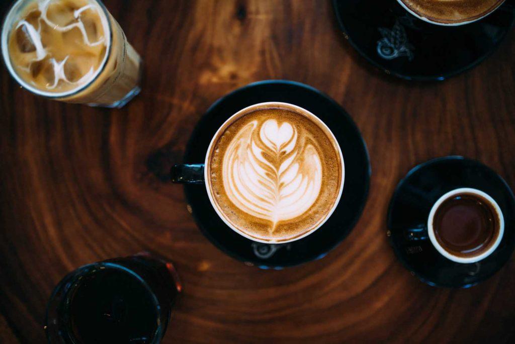 Meilleures machines à Latte : quelle cafetière acheter si vous adorez le café au lait ?
