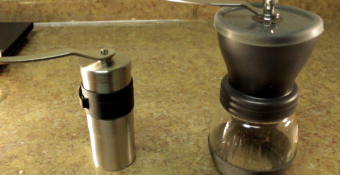 Moulins à café en céramique et en acier inoxydable : quelle est la différence ?